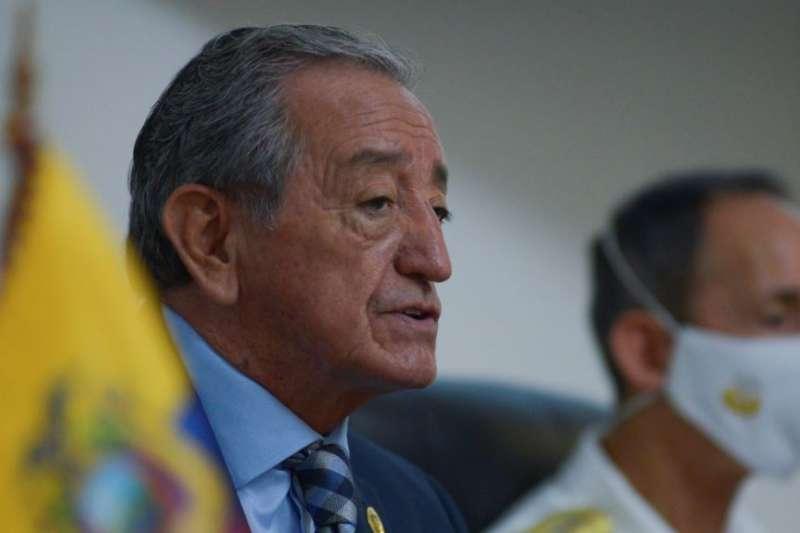 厄瓜多國防部長哈林8月18日向媒體報告中國漁船在附近海域的行為。(美國之音)