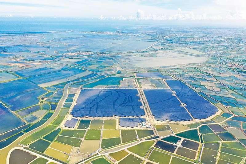 韋能能源所屬艾貴義竹電廠榮獲2020年亞洲電力獎中「台灣年度最佳民營電廠獎」和「台灣年度最佳太陽能發電廠獎」。(韋能能源提供)