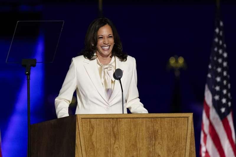 美國大選:賀錦麗(Kamala Harris)成為美國歷史上首位女性、非裔、南亞裔副總統。(美聯社)