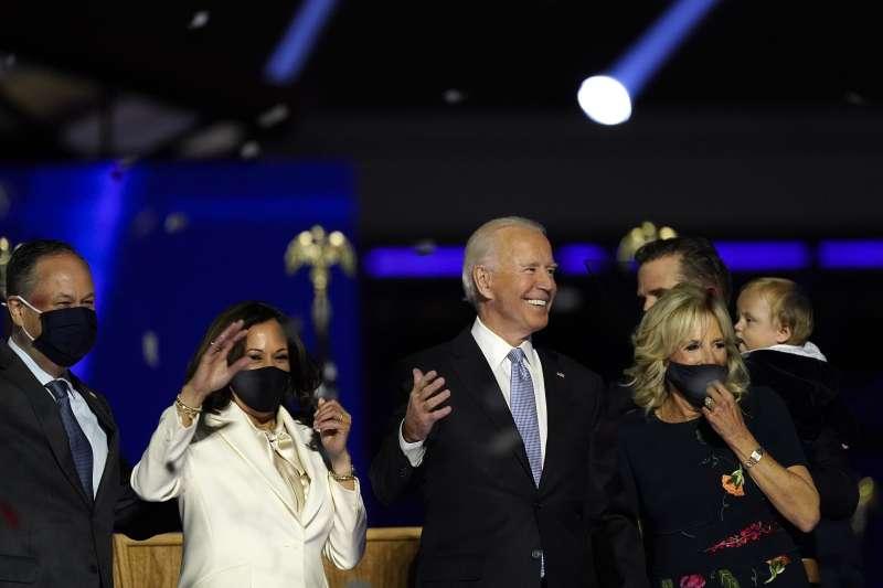 2020年11月7日,美國總統當選人拜登(Joe Biden)與副總統當選人賀錦麗(Kamala Harris)發表勝選演說。(AP)