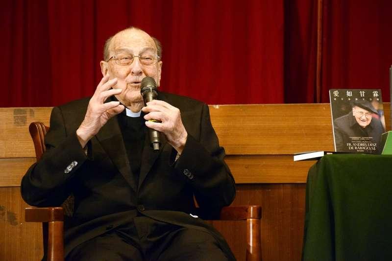 104歲神父賴甘霖,寫下自傳《愛如甘霖》。(圖/取自天主教 耶穌會粉絲專頁)