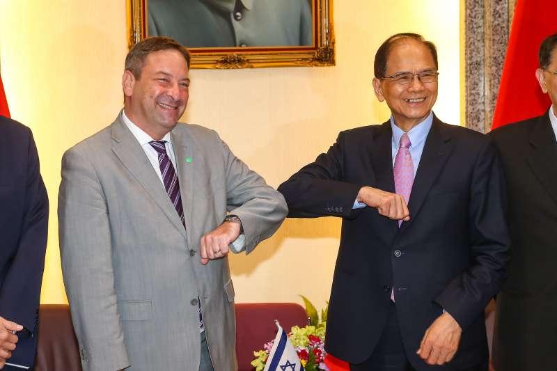 20201110-以色列經濟文化辦事處代表柯思畢(Omer Caspi)10日拜會立法院長游錫堃。(顏麟宇攝)