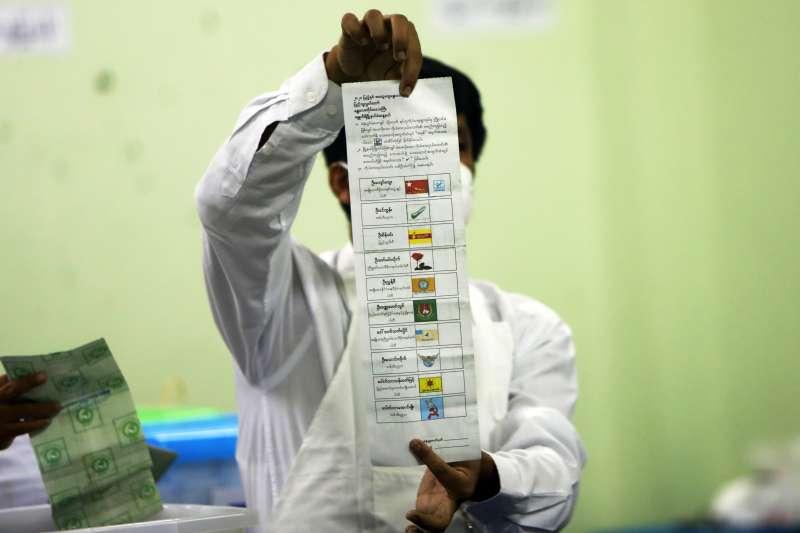 2020年11月,緬甸9日舉行民主化後第二次大選,全民盟依據出口民調稱,斬獲席次將超過2015年紀錄。(AP)