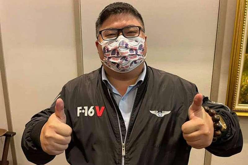 蔡易餘可稱是台灣「最有分量」的川粉。(翻攝自蔡易餘臉書)