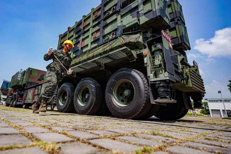 海軍司令部今(11)日在官方臉書發文,披露海鋒大隊飛彈發射車戰備實況。(取自中華民國海軍臉書)