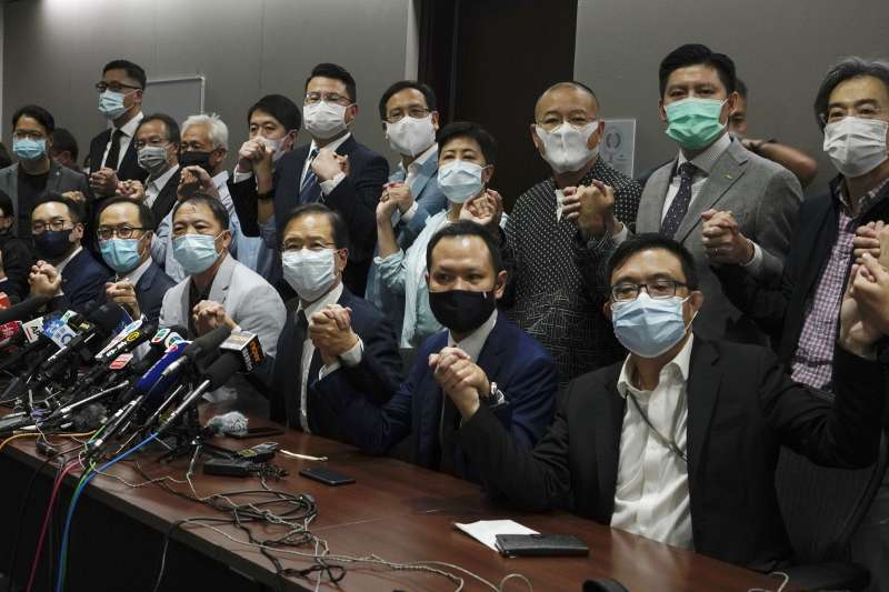 2020年11月11日,香港立法會民主(泛民)派議員宣布集體總辭。(AP)
