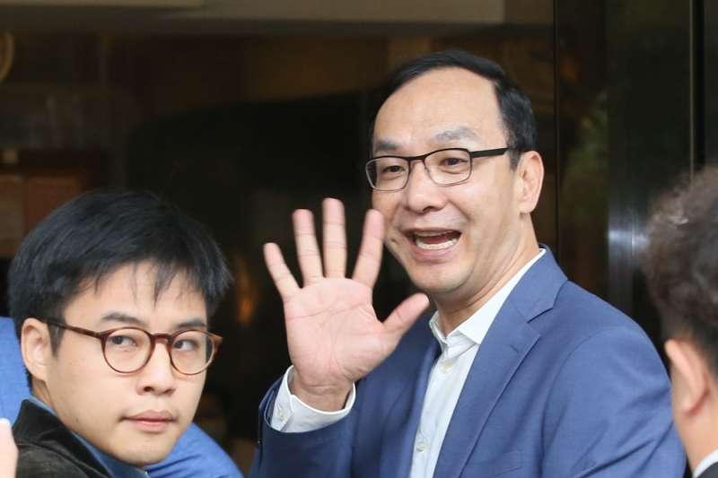 新北市前市長朱立倫(右)過年期間貼出麻將照,被立委高嘉瑜酸「不懂國粹」。(資料照,柯承惠攝)