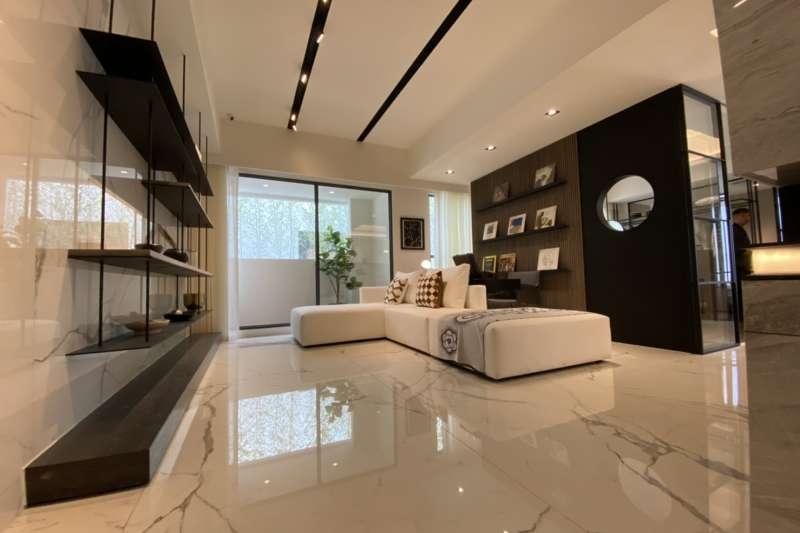 長虹建設推出與豪宅同等級配備的小坪數產品,跳脫區域市場規格的輕豪宅定位。(圖/富比士地產王提供)
