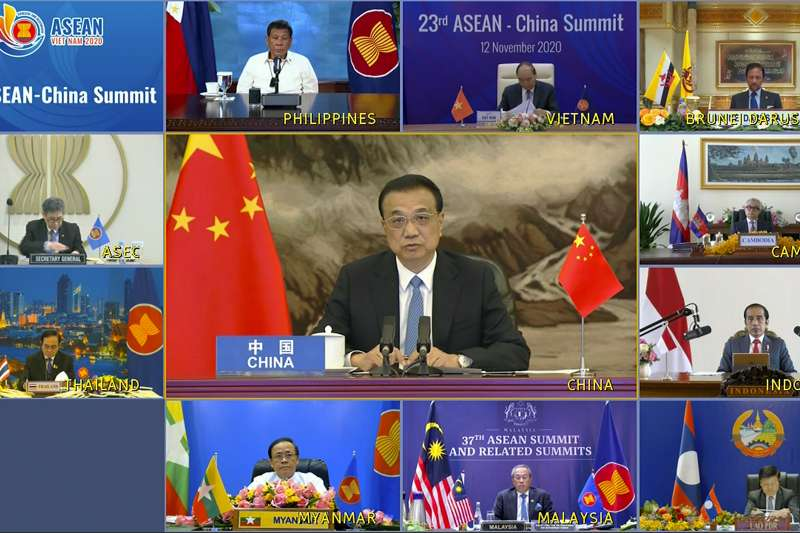 2020年11月15日,東協與中國、日本、南韓、澳洲、紐西蘭共15國透過視訊簽署《區域全面經濟夥伴關係協定》(RCEP)。(AP)
