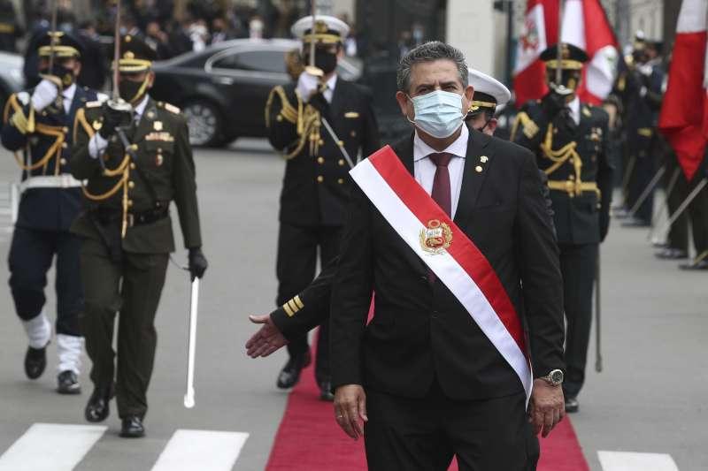 11月10日,秘魯國會議長梅里諾暫代總統職務(美聯社)