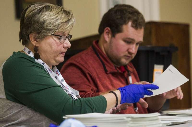 2020年11月13日,美國總統大選,喬治亞州展開人工重新計票工作(AP)