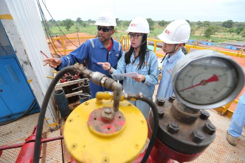 台灣中油在查德擔任礦區經營人與合作公司共同開發石油,中油打第一口井時,就幸運鑽獲豐富油氣。(台灣中油提供)