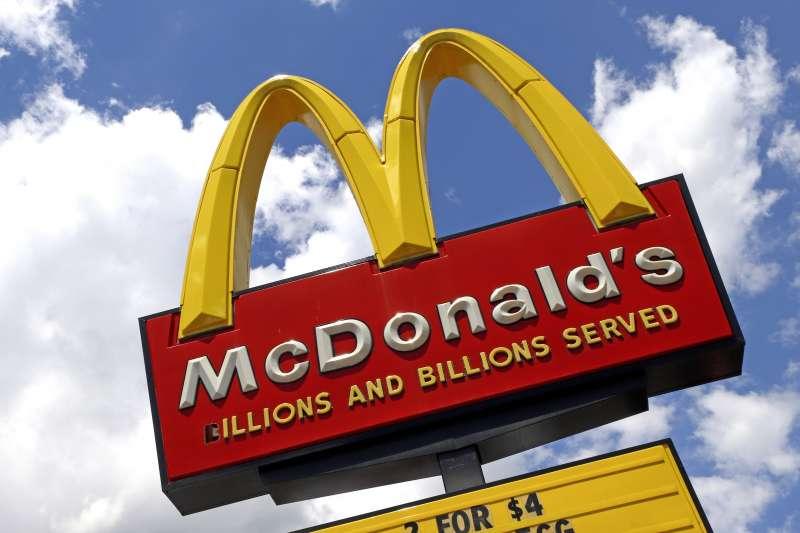 出身貧民窟、在校園裡飽受歧視的湯普森,如何成為麥當勞執行長?(示意圖/取自AP)