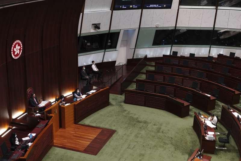 香港立法會泛民派議員集體請辭(AP)