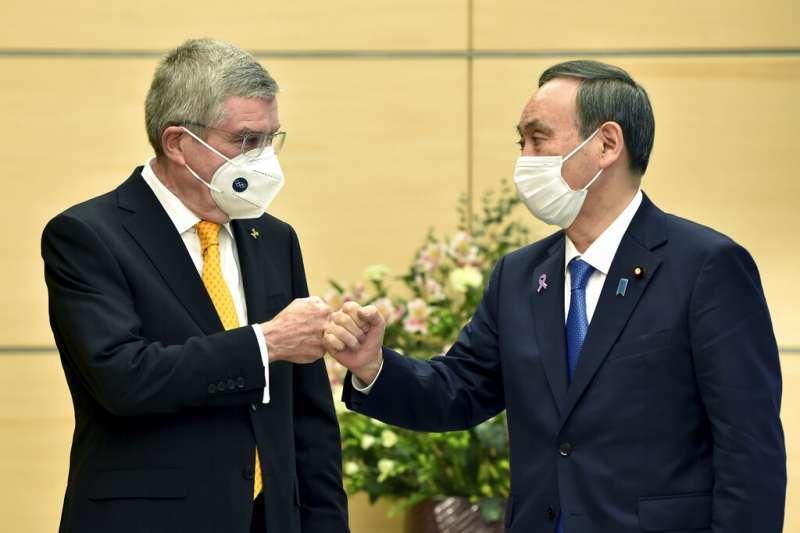 國際奧林匹克委員會(IOC)主席巴赫(Thomas Bach)16日訪問日本,與新任首相菅義偉討論東奧事宜。(美聯社)