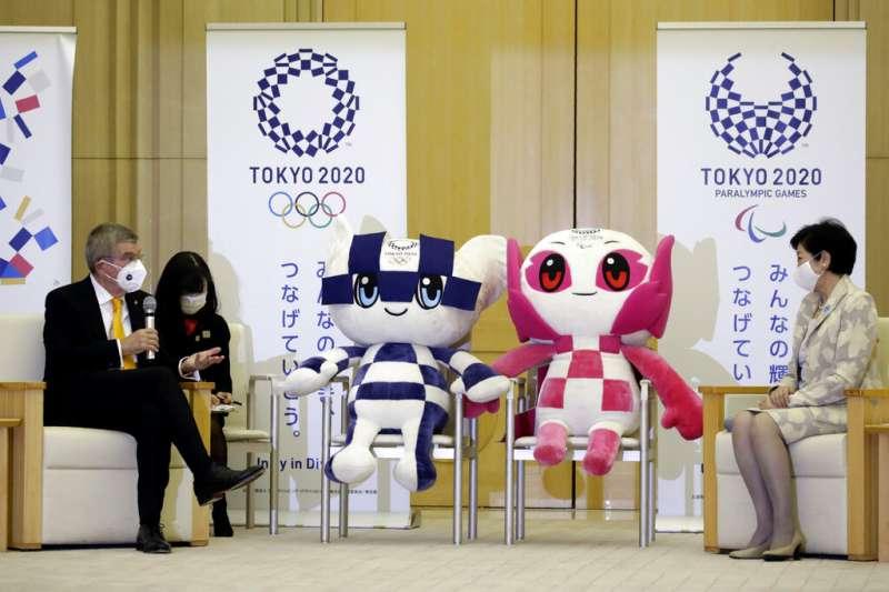 國際奧林匹克委員會(IOC)主席巴赫(Thomas Bach)16日訪問日本,與東京都知事小池百合子討論東奧主辦事宜。(美聯社)