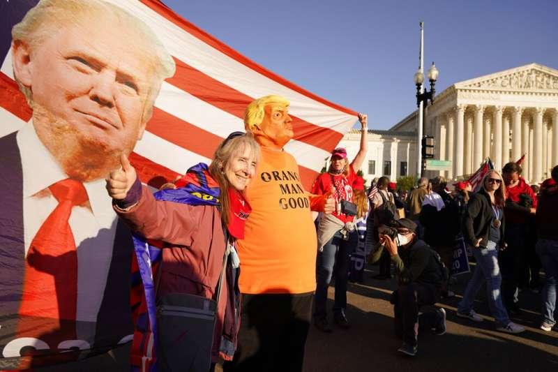 美國總統川普不願承認敗選,川粉也在華府發起挺川大遊行。(美聯社)