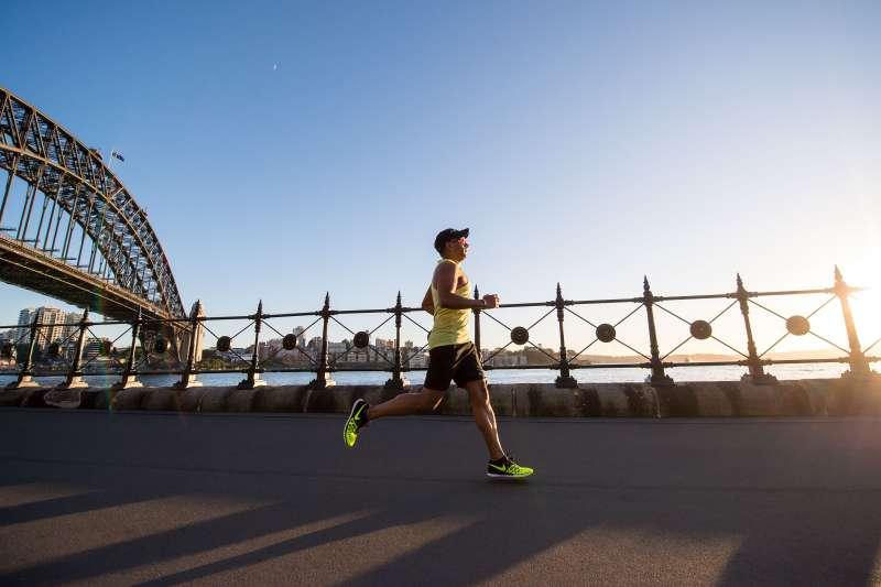 慢跑不只可以鍛鍊健康的體魄,對於心理層面也有減輕抑鬱的正面作用。(圖/取自Unsplash)