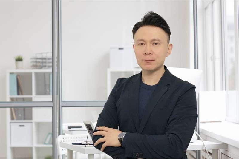 篤信基督教的Raymond Wang二十年旅英華人,在英完成碩士學位與職場積累豐富管理經驗共同創立求識網,鼓勵年輕人不斷追求真理知識。(圖/JUICE求識網)