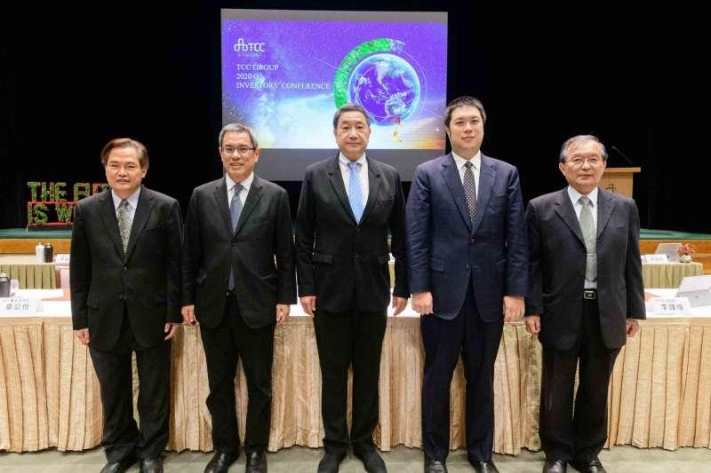 台泥董事長張安平(圖中)指出,美國總統若由拜登接任,將是台灣重返區域貿易組織的機會。(台泥提供)