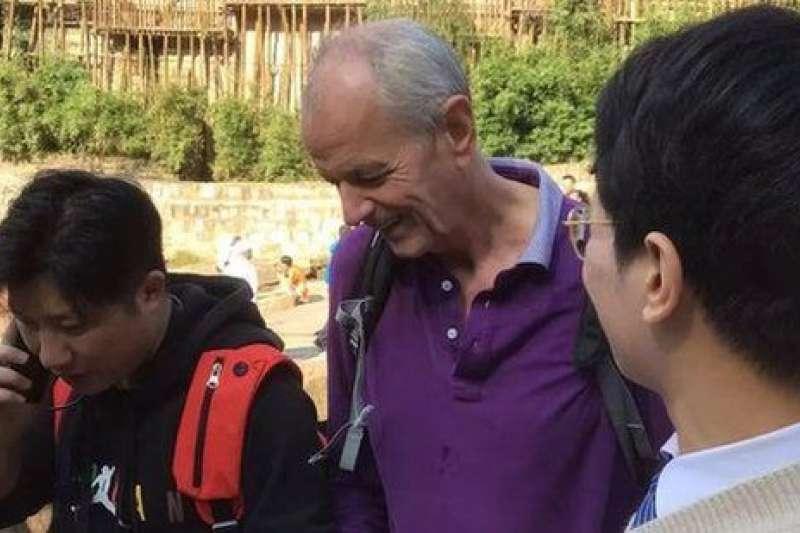 史雲森(中)是英國駐重慶候任總領事。(BBC中文網)