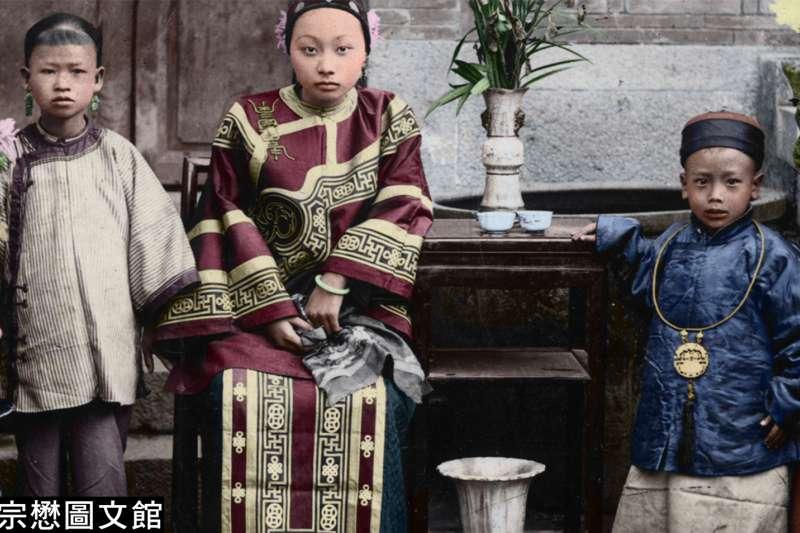 本期照片展現了晚清時期臺灣富裕階層的生活風貌。(圖/徐宗懋圖文館)