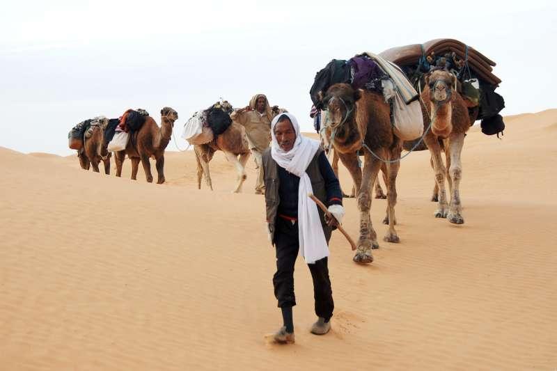 想要前往突尼西亞,你必須要花很大的力氣,飛行很長的時間才能夠抵達。圖為突尼西亞貝都因人。(hbieser@pixabay)