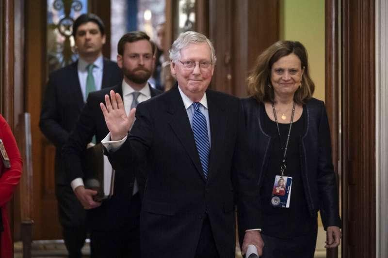 麥康納(中)在參議院實力不減,將使民主黨很難施展手腳。(美聯社)