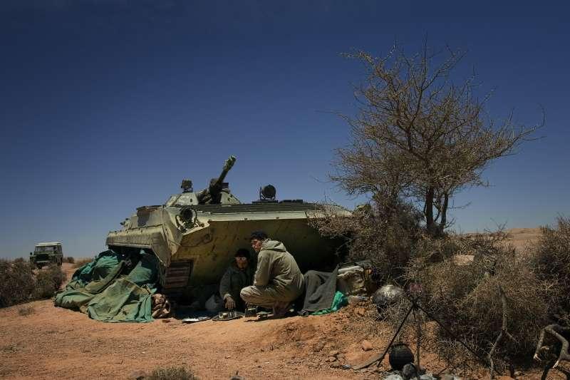 西撒哈拉(撒拉威)問題難解,圖為西撒人陣士兵(資料照,AP)