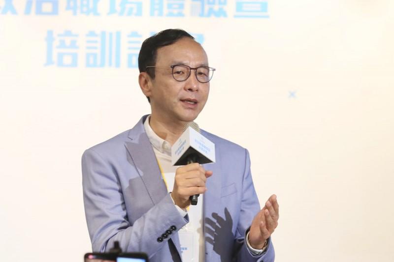 前新北市長朱立倫針對近日購物網站販售「台灣豬」標章的爭議,認為若有機食品、非反式脂肪、非基改食品若都這麼做,豈不是天下大亂。(柯承惠攝)