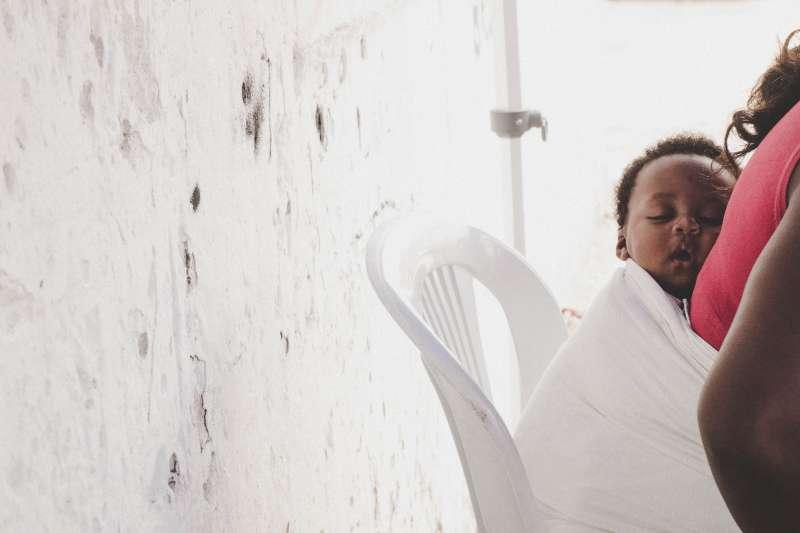 肯亞奈洛比的販嬰黑市猖獗,許多孩子被從母親身邊偷走賣掉。非洲人口販賣,誘拐兒童(Barbara Alçada@Unsplash)