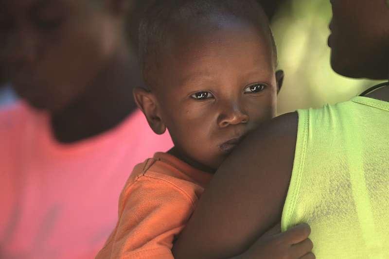 肯亞奈洛比的販嬰黑市猖獗,許多孩子被從母親身邊偷走賣掉。非洲人口販賣,誘拐兒童(Zach Vessels@Unsplash)