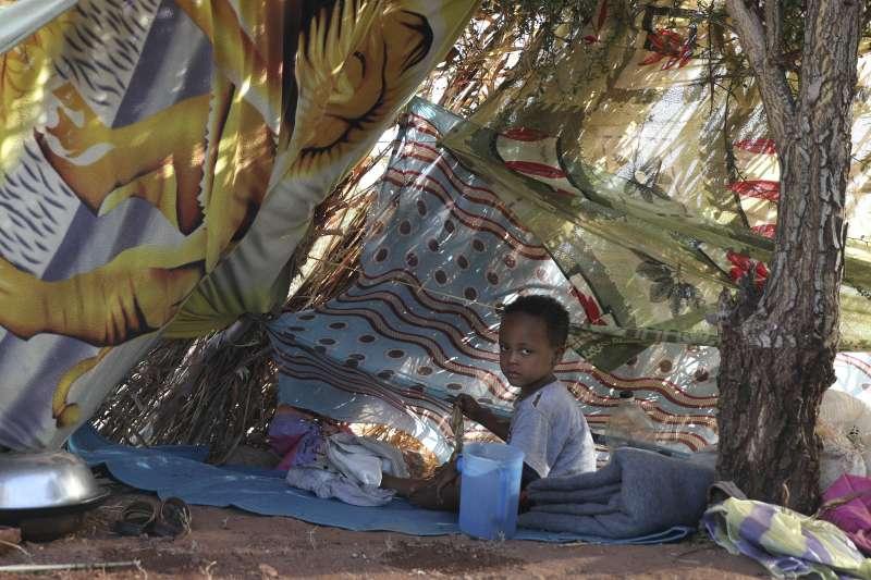 衣索比亞瀕臨內戰,圖為逃到鄰國蘇丹的衣索比亞兒童難民(AP)