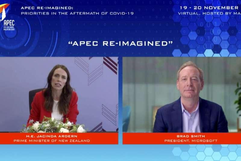 紐西蘭總理雅頓與微軟總裁布拉德・史密斯(Brad Smith)19日參與APEC對話論壇。(美聯社)