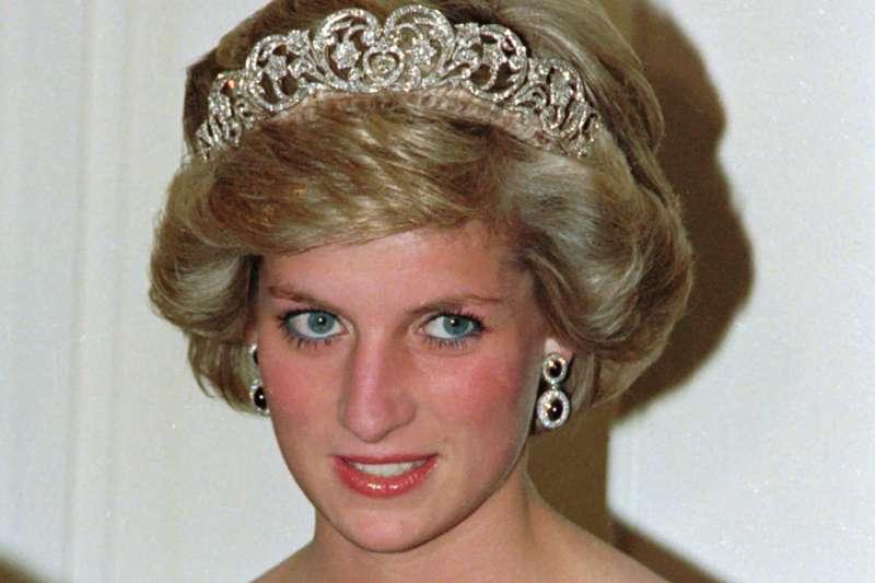 1995年,已與查爾斯王子分居的黛安娜王妃在BBC專訪中說:「這段婚姻有三個人。」(AP)