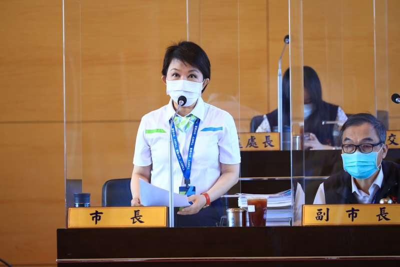 台中市長盧秀燕在市議會的總諮詢中承諾,會編足老人健保的補助經費。(圖/台中市政府提供)