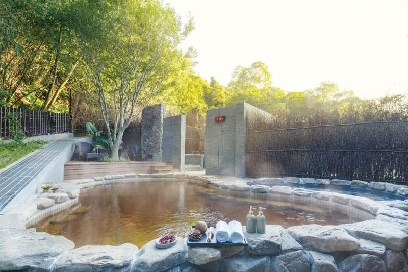「鄉林山海滙」公設特別獨特有深度下達1200米的塩化「黃金泉」。(圖/富比士地產王提供)