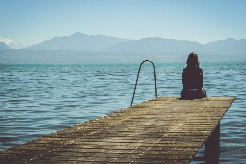 對自殺者遺族來說,「自殺」的本身可能已經不是問題,如何面對自殺才是問題。(圖/Unsplash)
