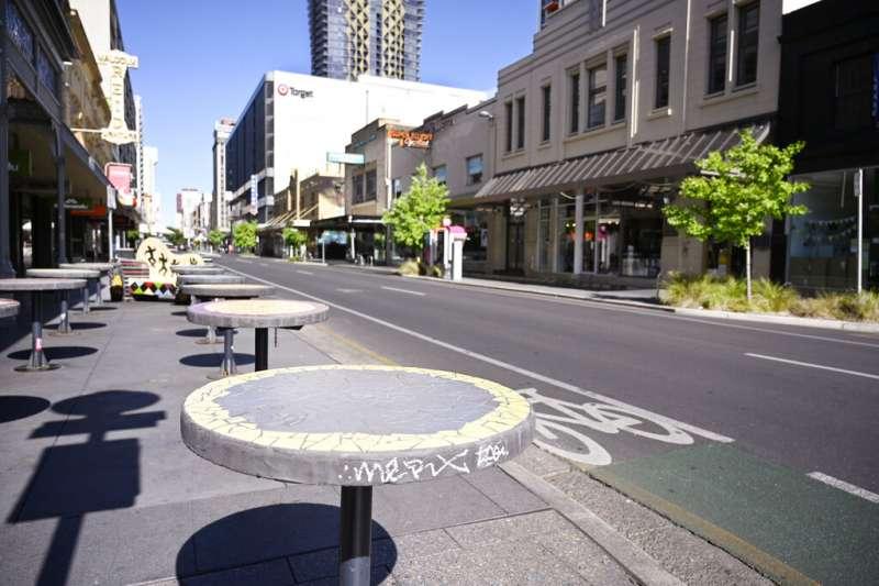 11月18日,澳洲南澳省一家披薩餐廳員工的謊言,導致全省180萬人口被迫接受封城禁足令。(AP)