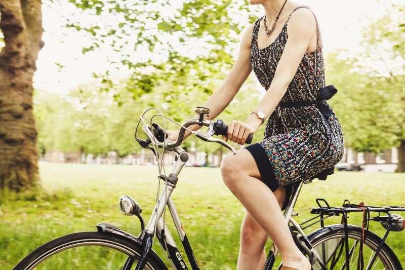 自己的膝蓋自己救,做對運動才不會傷膝蓋。(圖/Blubel@Unsplash)