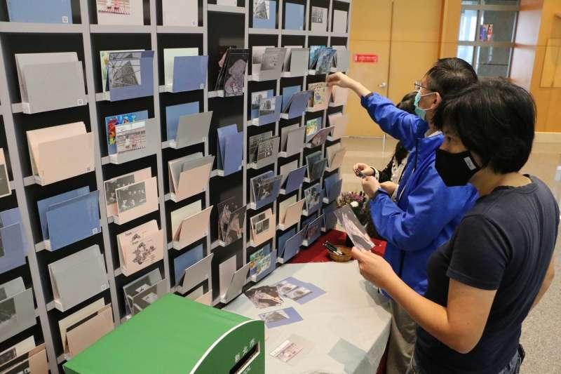本次也特別將「新住民圖文創作」組作品輸出成明信片。(圖/新北市文化局提供)