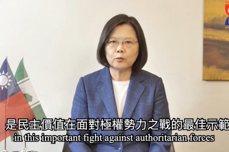 總統蔡英文(見圖)亞洲自由民主聯盟第13屆大會開幕致詞時強調,台灣對抗假訊息干擾的經驗,是民主價值面對威權勢力重要之戰的最佳示範。(取自Council of Asian Liberals and Democrats 臉書直播)