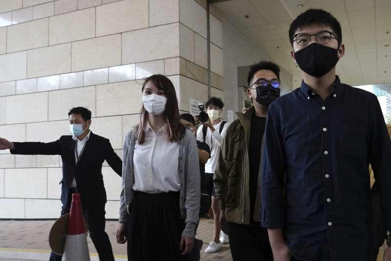香港眾志前秘書長黃之鋒(右)、前主席林朗彥和成員周庭(左)(AP)