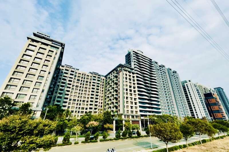 竹北興隆路水岸第一排,22戶轉手獲利,最高達1627萬元。(台灣房屋提供)