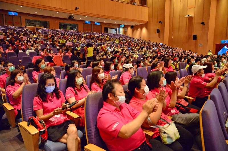 109年新北市文化志工感恩大會總計共15隊文化志工隊及超過6百位志工前來參與。(圖/新北市文化局提供)