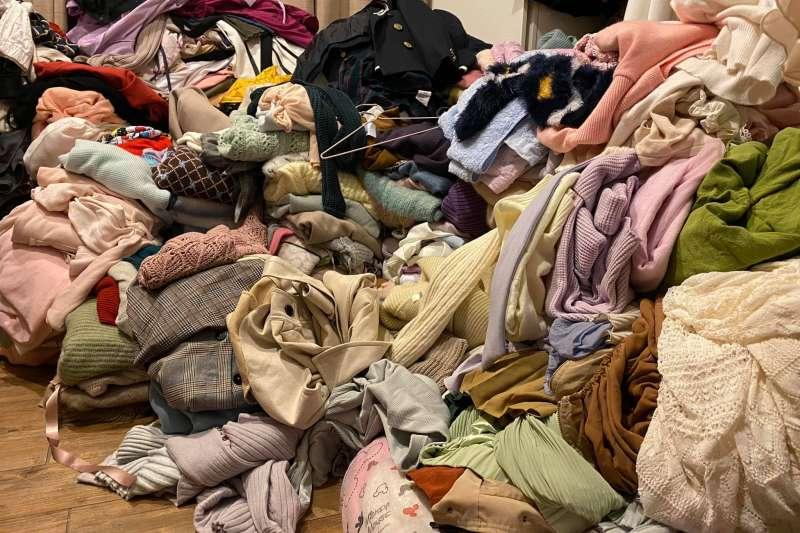 民進黨立委高嘉瑜日前於臉書發文表示,囤積症讓自己租屋處物品堆積如山。(資料照,取自高嘉瑜臉書)
