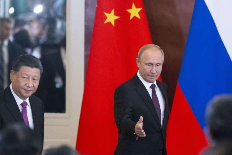 中俄關係。2019年6月5日,俄羅斯總統普京和中國國家主席習近平在莫斯科的克里姆林宮會談。 (美聯社)