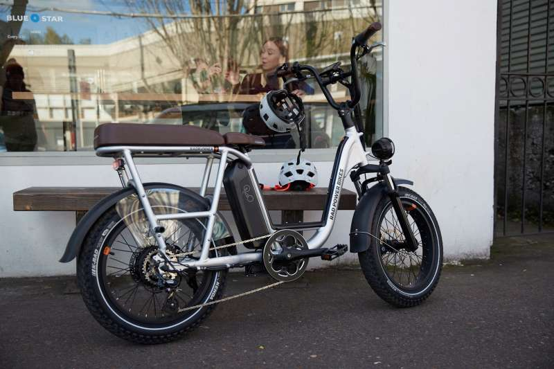 武漢肺炎疫情下,美國電動腳踏車公司 Rad Power Bikes 反而逆勢成長了 300%。(圖/取自Rad Power Bikes)