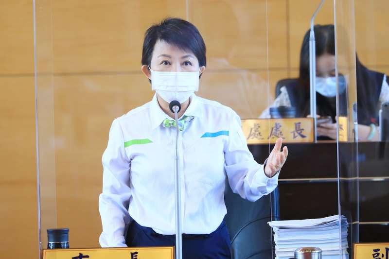 台中市長盧秀燕在市議會時,答詢回應國際經貿協定RCEP名單未納入台灣之相關問題。(圖/台中市政府提供)