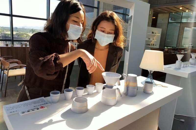 陶博館特別邀請6位陶藝家,展出獨具風格感的咖啡席。(圖/新北市陶博館提供)